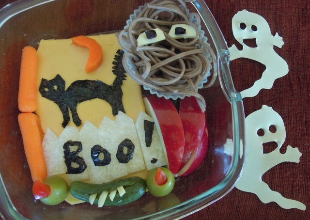 Boo!: nori black cat, soba noodles, olives and pickle. Photo + Bento: Anna Mindess