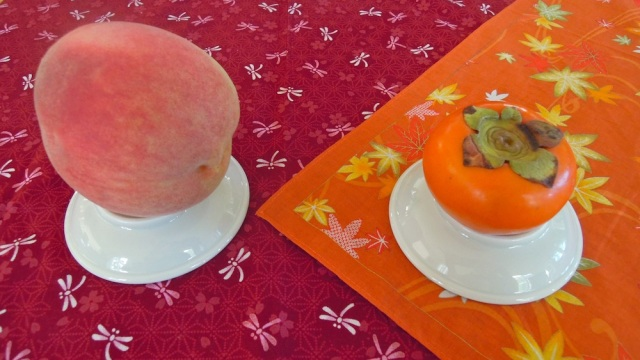 momo to kaki - fruit straddles two Japanese seasons